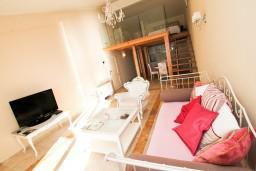 Гостиная. Черногория, Святой Стефан : 2-х этажный люкс апартамент для 4-5 человек, с двумя спальнями на Святом Стефане