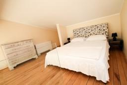 Спальня 2. Черногория, Святой Стефан : 2-х этажный люкс апартамент для 4-5 человек, с двумя спальнями на Святом Стефане