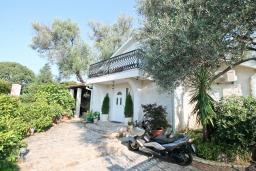 Фасад дома. Черногория, Баошичи : Дом в Баошичи, 2 спальни, 2 ванные комнаты, стиральная машина, Wi-Fi.