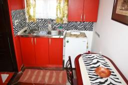 Kitchen. Montenegro, Baosici : House with 1 bedroom in Baosici for 4 guests