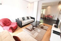 Гостиная. Черногория, Герцег-Нови : Большой апартамент с отдельной спальней, огромным балконом и видом на море