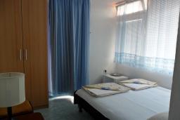 Черногория, Бечичи : Комната на 2 персоны с кондиционером, с видом на море