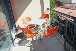 Терраса. Черногория, Бечичи : Студия в Бечичи на первом этаже на вилле с бассейном