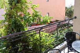 Балкон. Черногория, Бечичи : Студия в 500 метрах от моря на вилле с бассейном