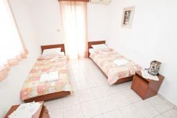 Спальня 2. Черногория, Бечичи : Апартаменты на 5 персон, 2 спальни, с видом на море