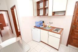 Кухня. Черногория, Бечичи : Апартаменты на 5 персон, 2 спальни, с видом на море