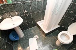 Ванная комната. Черногория, Бечичи : Студия на 3 персоны