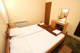 Спальня. Черногория, Пржно / Милочер : Апартаменты на 4-6 персон, 2 спальни, 50 метров от пляжа