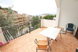 Балкон. Черногория, Пржно / Милочер : Апартамент с отдельной спальней, с балконом с видом на море