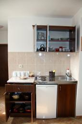 Кухня. Черногория, Каменово : Апартамент с видом на море, 100 метров от пляжа