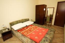 Спальня 2. Черногория, Каменово : Апартамент на 4-6 персоны, с 2-мя отдельными спальнями, с балконом с видом на море