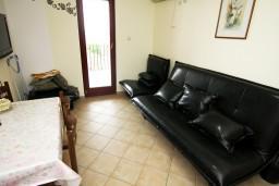 Гостиная. Черногория, Каменово : Апартамент на 4-6 персоны, с 2-мя отдельными спальнями, с балконом с видом на море