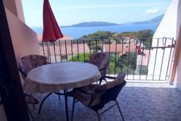 Балкон. Черногория, Каменово : Апартамент на 4-6 персоны, с 2-мя отдельными спальнями, с балконом с видом на море