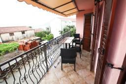 Балкон. Черногория, Каменово : Люкс апартамент для 4-6 человек, с 2-мя спальнями и полностью оборудованной кухней