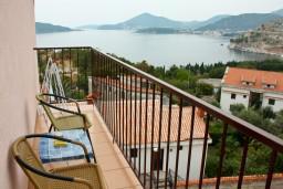 Балкон. Черногория, Каменово : Апартаменты на 4 персоны, 2 спальни, с видом на море