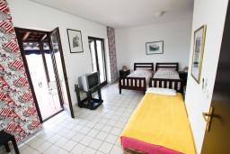 Студия (гостиная+кухня). Черногория, Каменово : Студия с террасой с видом на море, 150 метров от пляжа