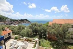 Вид на море. Черногория, Каменово : Студия с террасой с видом на море, 150 метров от пляжа
