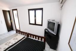 Студия (гостиная+кухня). Черногория, Каменово : Студия с террасой с шикарным видом на море, 150 метров от пляжа