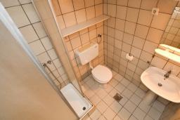 Ванная комната. Черногория, Каменово : Студия с террасой с шикарным видом на море, 150 метров от пляжа
