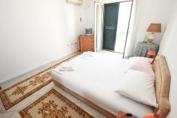 Спальня 2. Черногория, Святой Стефан : Апартаменты на 4 персоны, 2 спальни, с видом на море