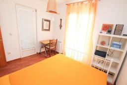 Спальня. Черногория, Святой Стефан : Апартаменты на 6 персон, 3 спальни, с видом на море, на берегу Святого Стефана