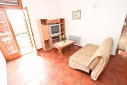 Гостиная. Черногория, Булярица : Апартаменты с отдельной спальней, с 2-мя балконами