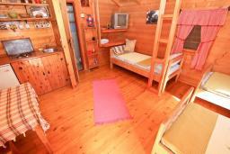 Черногория, Булярица : Деревянный домик с кухней в Булярице