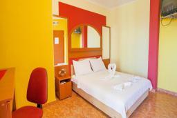 Спальня. Черногория, Булярица : Двухместный номер с балконом и видом на море
