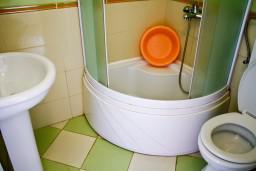 Ванная комната. Черногория, Булярица : Студия на пляже Булярицы