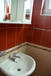 Ванная комната. Черногория, Булярица : Студия с видом на море, на пляже Булярицы