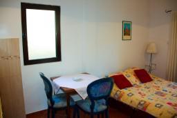 Студия (гостиная+кухня). Черногория, Будва : Студия в Будве с террасой