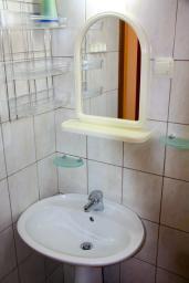 Ванная комната. Черногория, Будва : Апартамент в Будве в 700 метрах от моря