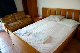 Спальня 2. Черногория, Будва : Апартаменты на 5 персон, 2 спальни, c видом на море, 100 метров от пляжа