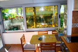 Гостиная. Черногория, Доброта : Апартамент с 2-мя спальнями у моря, с видом на залив