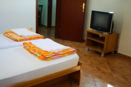 Спальня. Черногория, Котор : Апартаменты на 4 персоны, 2 спальни