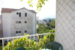 Черногория, Мельине : Студия для 3 человек с отдельной спальней, с балконом и видом на сад