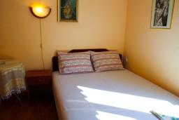 Черногория, Котор : Комната на 2 персоны с кондиционером, 50 метров от пляжа