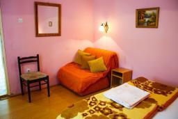 Черногория, Котор : Апартамент в Которе на первом этаже в 50 метрах от пляжа