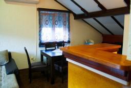 Гостиная. Черногория, Котор : Апартаменты на 7 персон с видом на море, 2 спальни