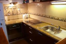 Кухня. Черногория, Котор : Апартаменты на 7 персон с видом на море, 2 спальни