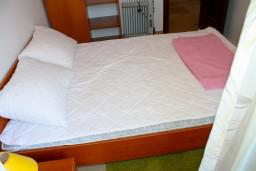 Спальня. Черногория, Доброта : Апартаменты на 6 персон c видом на залив, у моря, 2 спальни