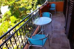 Балкон. Черногория, Доброта : Апартаменты на 6 персон c видом на залив, у моря, 2 спальни