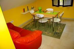 Гостиная. Черногория, Доброта : Апартаменты на 4 персоны, 2 спальни, у моря