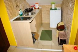 Кухня. Черногория, Доброта : Апартаменты на 4 персоны, 2 спальни, у моря