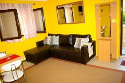 Гостиная. Черногория, Доброта : Апартаменты на 6 персон, 2 спальни, у моря