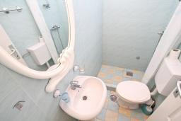 Ванная комната. Черногория, Мельине : Комната для 2 человек, с балконом с видом на море