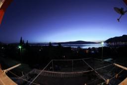 Вид. Черногория, Тиват : Апартамент с видом на море в Тивате в 200 метрах от моря