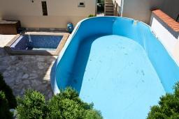 Вид. Черногория, Кумбор : Современный апартамент на вилле с бассейном