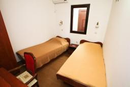 Спальня 2. Черногория, Каменово : Люкс апартамент на 4-7 персоны, с 2 спальнями и балконом с видом на море