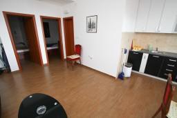 Гостиная. Черногория, Каменово : Люкс апартамент на 4-7 персоны, с 2 спальнями и балконом с видом на море